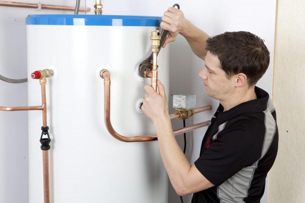 Montaj Boiler legat de centrala termica de pardoseala de 50 kw si instalatie sanitara pe cupru.